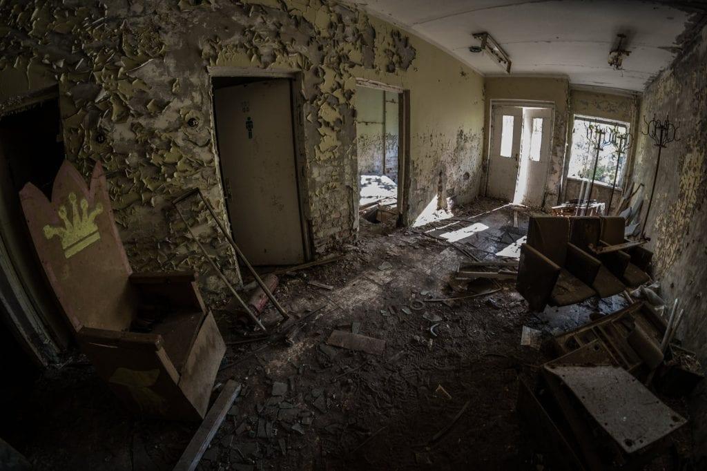 mikrober inomhus fukt i byggnad